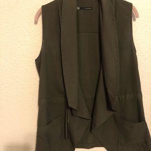 Women medium vest in olive green